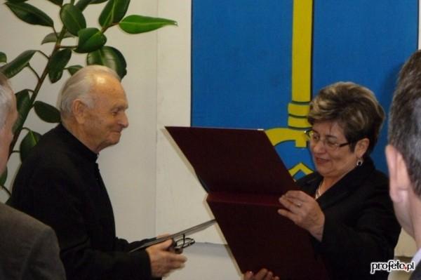 Ks. Stanisław Dadej Honorowym Obywatelem Gminy Stopnica