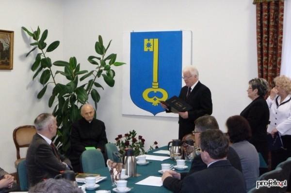 Ks. Stanisław Dadej Honorowym Obywatelem Gminy Stopnica – Laudacja (video)